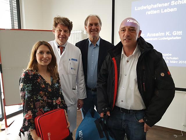 Spendenübergabe am 15. März 2018 im Herzzentrum Ludwigshafen (von links nach rechts: Frau Kollecker, Herr Dr. Gitt, Herr Stutzmann und Herr Barlang)